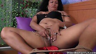 Latina Milf Lucia heeft een vibrerend ei in haar slipje