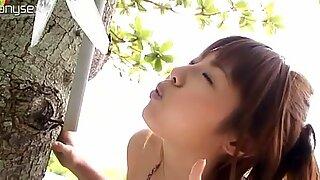 Majestueux japonais minou saori yoshikawa savonne son corps courbée