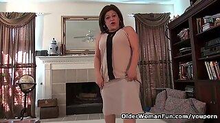 Amerikaanse opoe kay masturbeert in panty