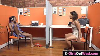 GirlsOutwest - Exotisch Babes LIKKEN ELKE ZEEREN BEHANDER KUT