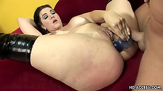 Chubby babe with large saggy tits enjoys steamy anal sex