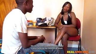 Amateur zwart tiener koppel neukt thuis