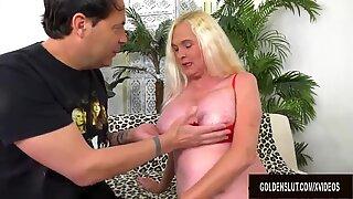 Блондкински Gilf Sara Skippers се радва да получи тя вагина опъната от дълъг хуй