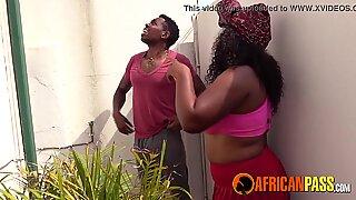 Afrikaans Vriendin Pijpen me terwijl buren kijken
